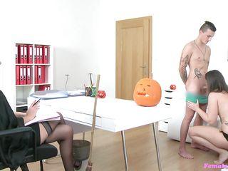 Муж увидел жену в порно