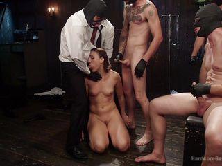 Групповой секс семейной пары порно