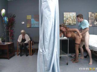 вызвала врача на дом секс