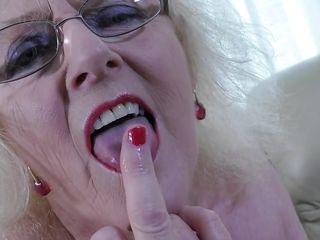 Порно дрочка нейлон
